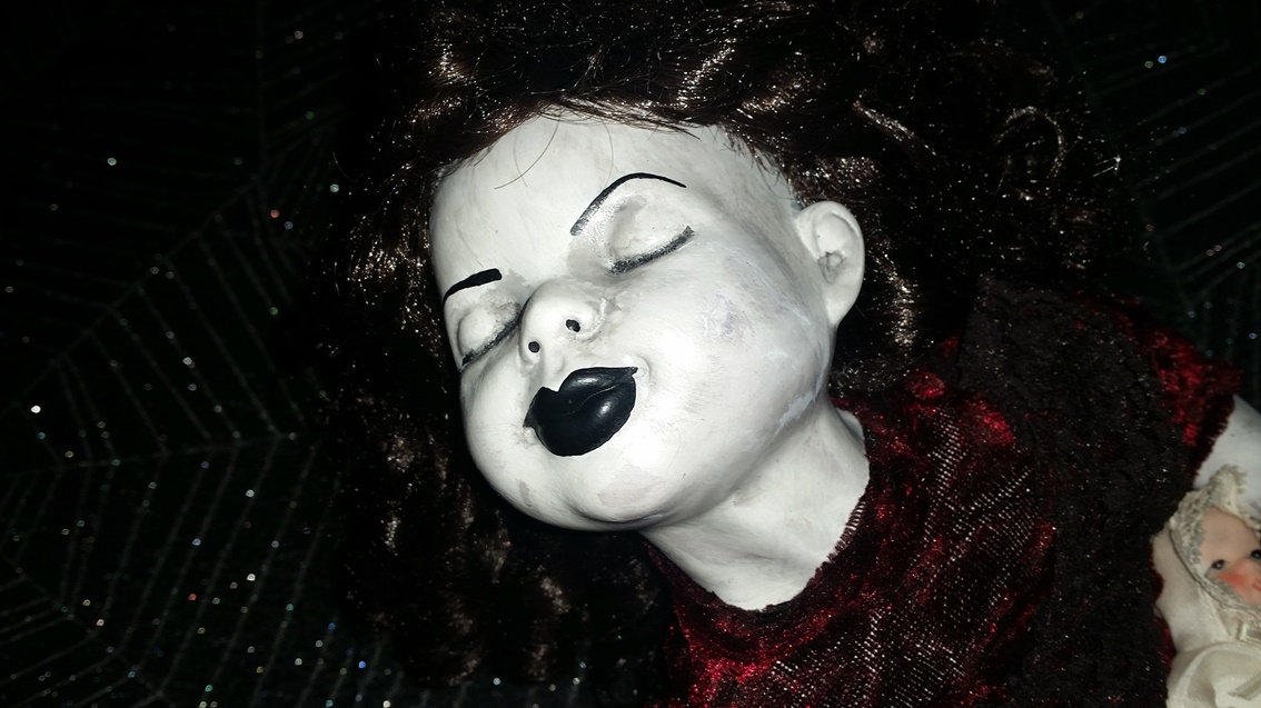 Sleeping Child on Bench Sitting Laying Creepy Horror Doll by Christie Creepydolls - Click Image to Close