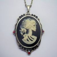 Large Lolita Cameo Gold Necklace